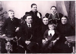 Anders-Back-Family-Munsala-Finland_1900 LR